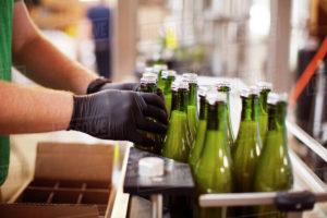 plnění do lahví 01 300x200 - Plnění piva do skleněných lahví